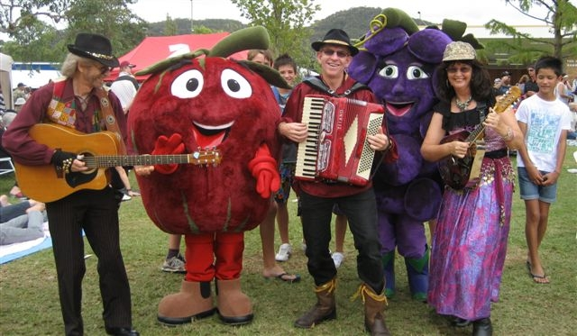 apple-and-grape-fest-very-low-res-2010
